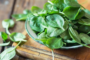Espinacas frescas al natural
