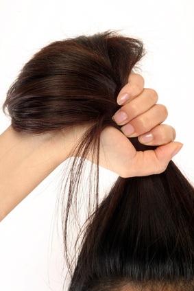 Caen los cabellos que hacer por las manos