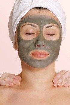 Mascarilla de arcilla verde para eliminar los puntos negros en la piel