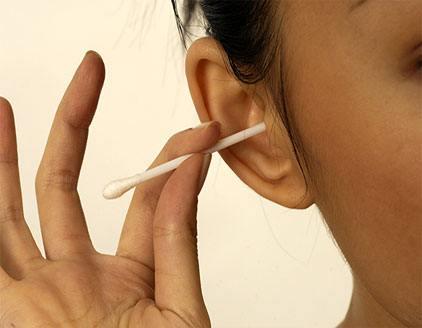 Cómo eliminar de forma natural la cera de los oídos